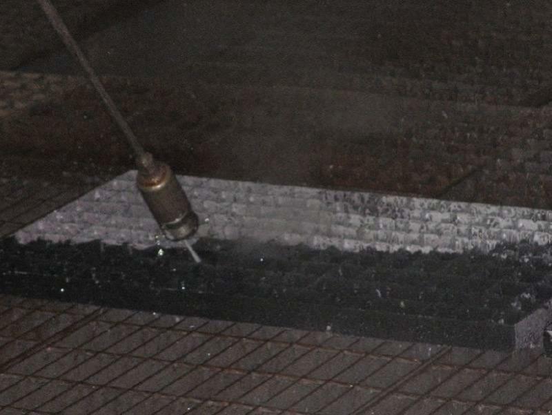 使(shi)用特氟(fu)龍噴涂(tu)的格柵可(ke)以用高壓水槍一次清洗干淨